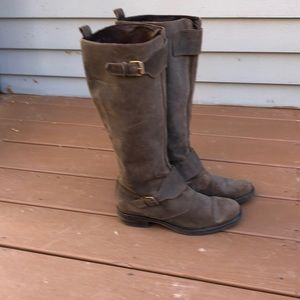 Women's crew boots